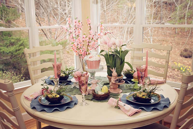 Easter craft and decorating ideas quiet corner - Corner table decoration ideas ...
