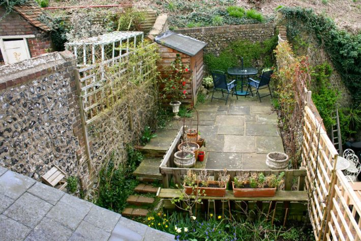 Small garden ideas quiet corner - Small garden space ideas property ...