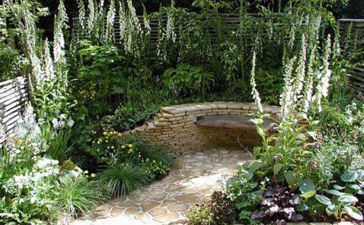 Small garden ideas quiet corner for Small garden design plans ideas