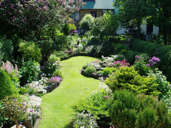 Small garden ideas quiet corner for Small garden design plans