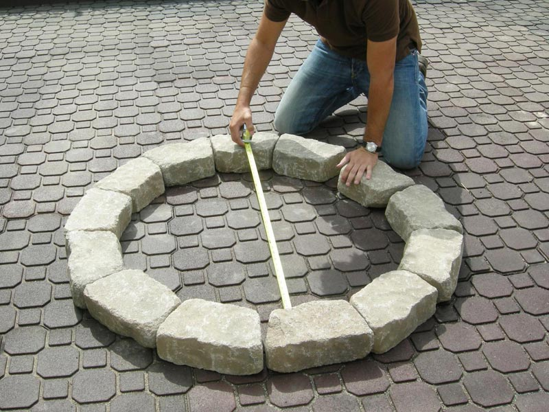 How to Make a Backyard Fire Pit (1)