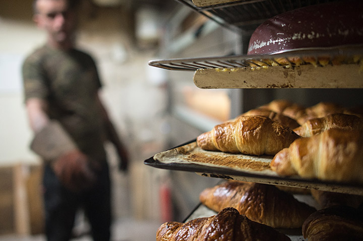 Parisian Baker Sells Bakery for 1€ to Homeless Man