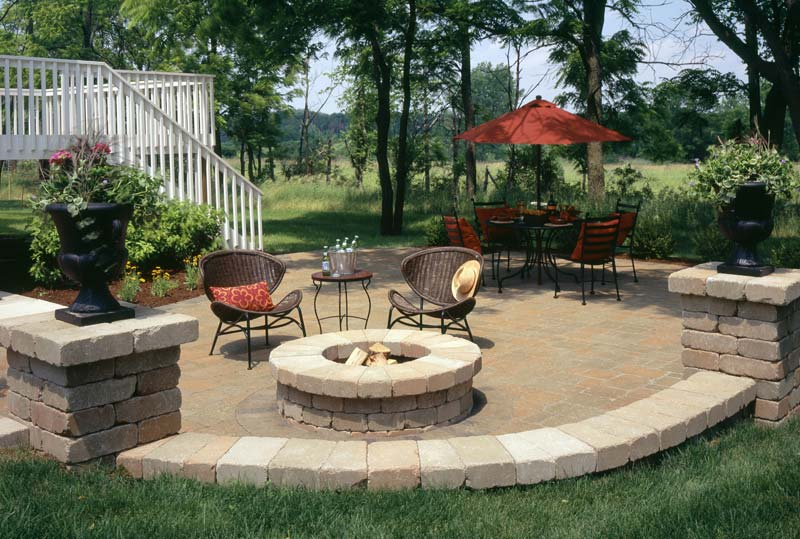 Outdoor fire pit seating ideas quiet corner for Ideas for small patio areas