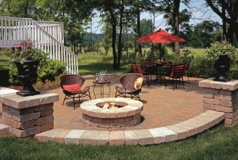 Outdoor fire pit seating ideas quiet corner for Garden ideas for patio areas