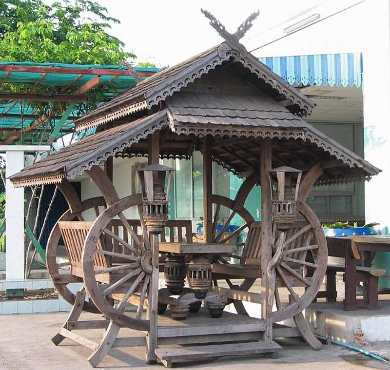 Backyard gazebo ideas quiet corner for Thai classic house 2