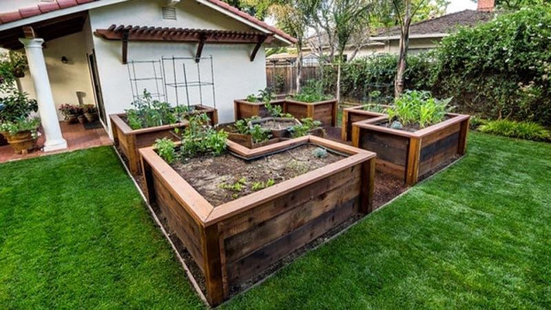 How to Build A U-Shaped Raised Garden Bed h (3)