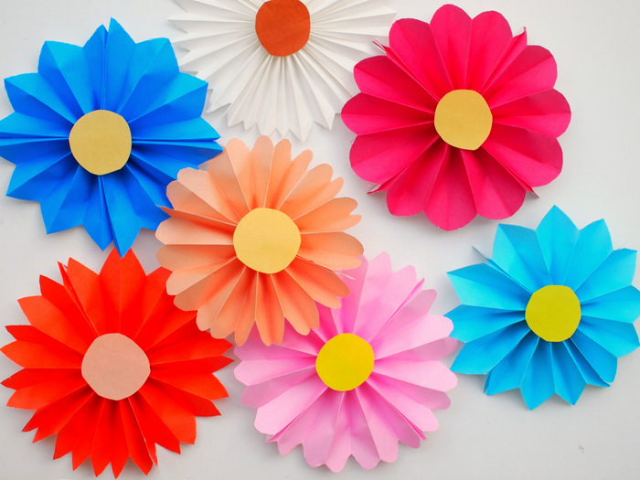 Quiet Cornereasy Diy For Your Kids Accordion Paper Flowers