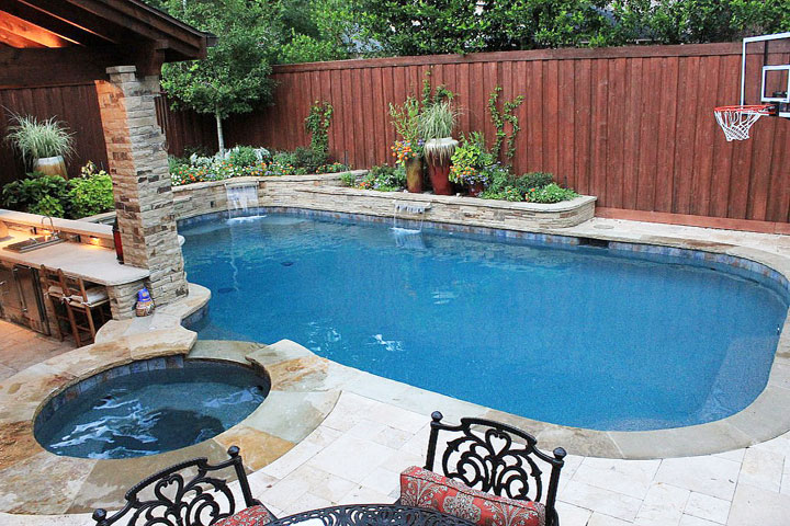 Things to consider when building a swimming pool quiet for Building a swimming pool in garden