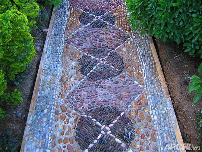 DIY – How to Make a Pebble Mosaic Pathway