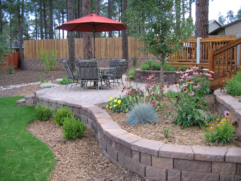 Quiet Corner Backyard Landscape Ideas With Natural Touch