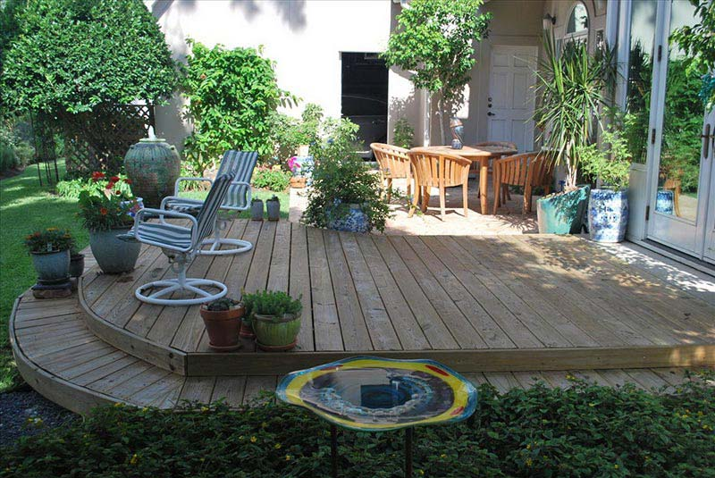Small yard landscaping design quiet corner for Easy garden patio ideas
