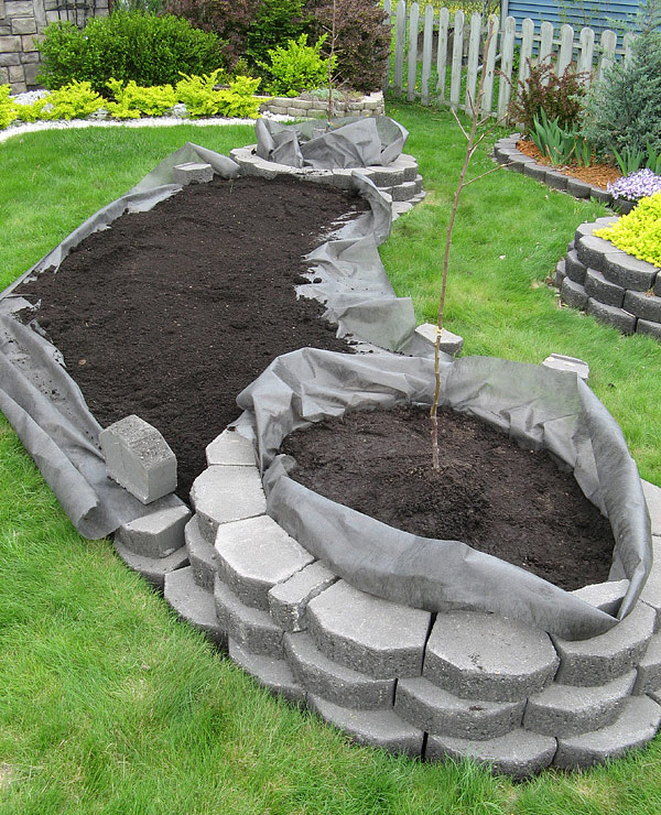 DIY - Island Bed with Retaining Wall Bricks