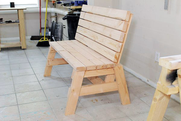 DIY - Sturdy 2×4 Sitting Bench And Side Table
