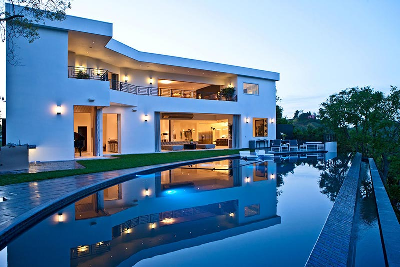 Backyard Pool Designs for Contemporary Residences