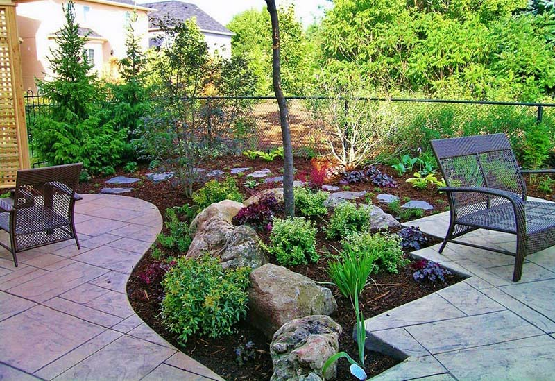 Small backyard ideas enlarging your limited space quiet for Outdoor garden ideas for small spaces