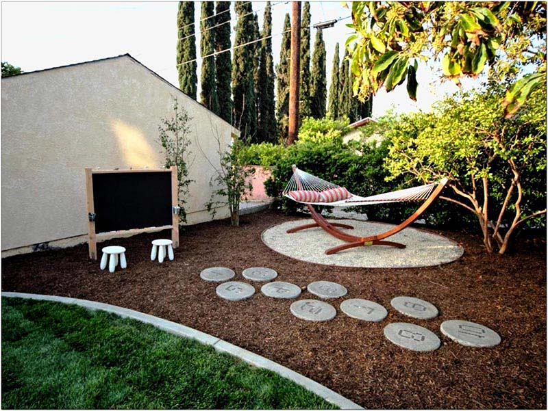 28 Tips For A Small Garden: Quiet Corner:Small Backyard Ideas Enlarging Your Limited