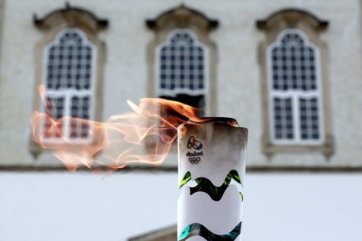 Man tries to put out Olympic flame with fire extinguisher