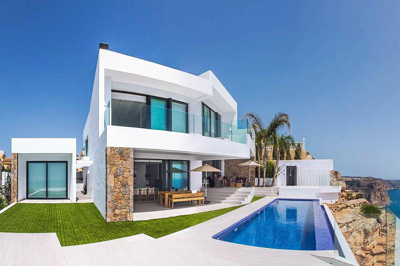 Contemporary Seafront Villa by IncommunStudio - Quiet Corner