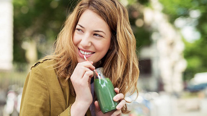 7 Natural Ways to Whiten Teeth
