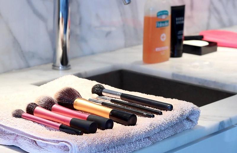 10 Bad Makeup Habits You Should Quit Now!