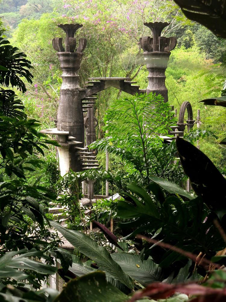 las pozas surrealist garden in a mexican jungle quiet. Black Bedroom Furniture Sets. Home Design Ideas