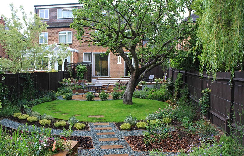 Sloping garden design ideas quiet corner for Corner house garden designs