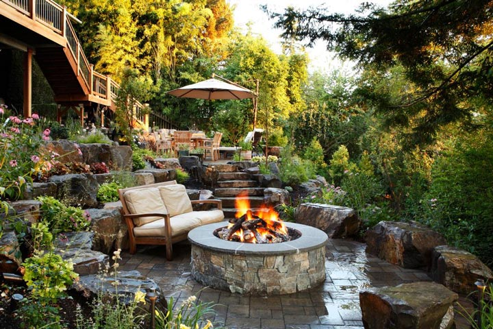 Quiet corner sloping garden design ideas quiet corner for Garden design ideas for medium gardens
