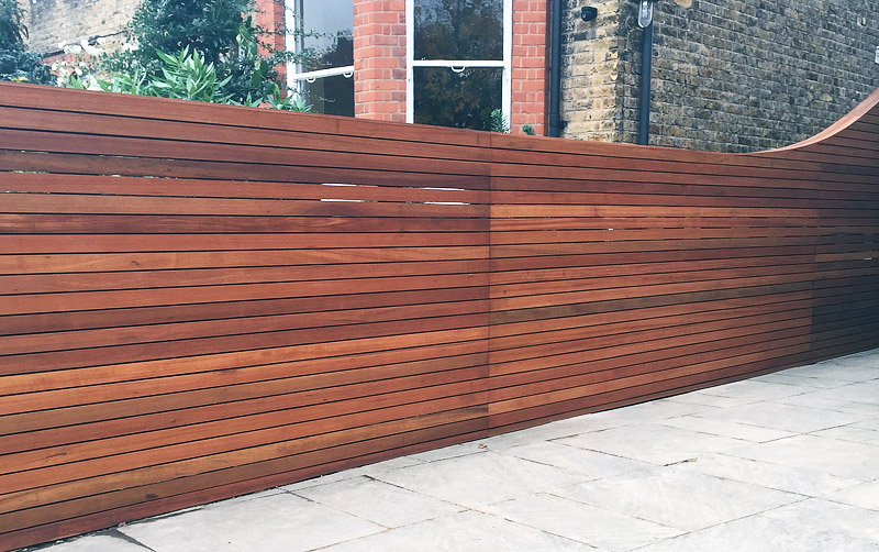 Horizontal fence panels modern garden design ideas for Horizontal garden screening