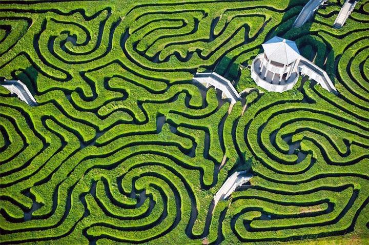 8 Breathtaking Garden Mazes