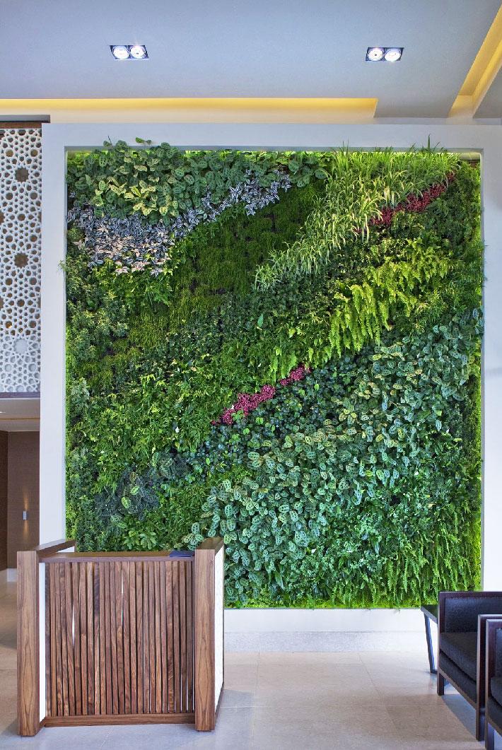 Quiet corner living wall vertical garden benefits quiet for Jardin vertical artificial