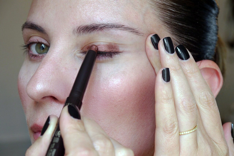 9 Beauty Habits That Give You Wrinkles