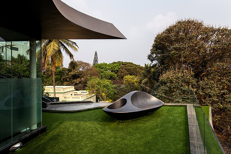 futuristic-elastica-residence-by-cadence-architects-17