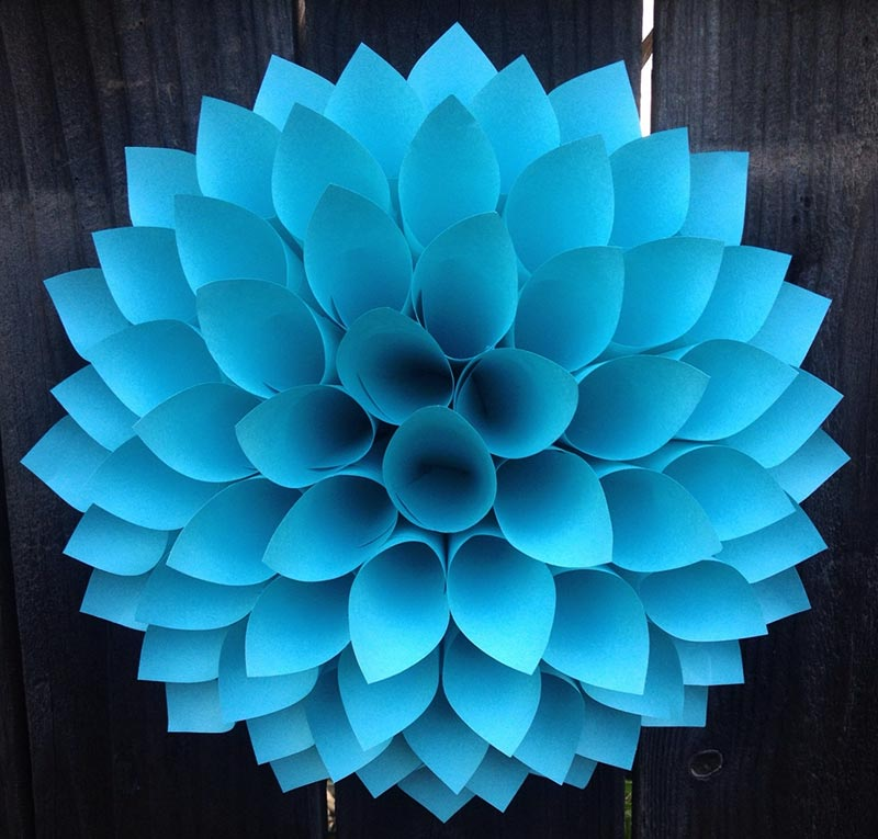 Pretty Paper Dahlia Wreath – DIY Wall Art