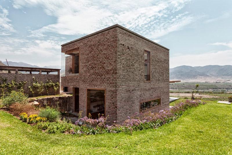 A Stunning Casa Azpitia by Estudio Rafael Freyre