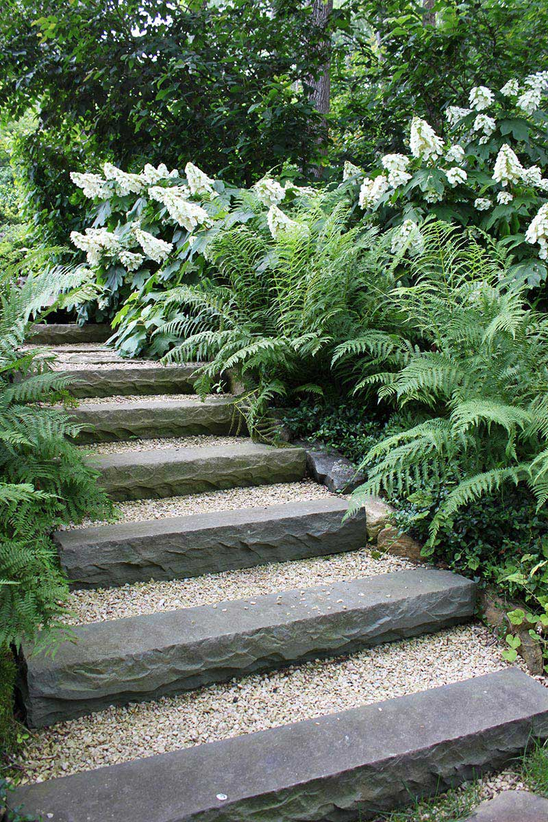 beautiful garden paths made of natural stone quiet corner. Black Bedroom Furniture Sets. Home Design Ideas