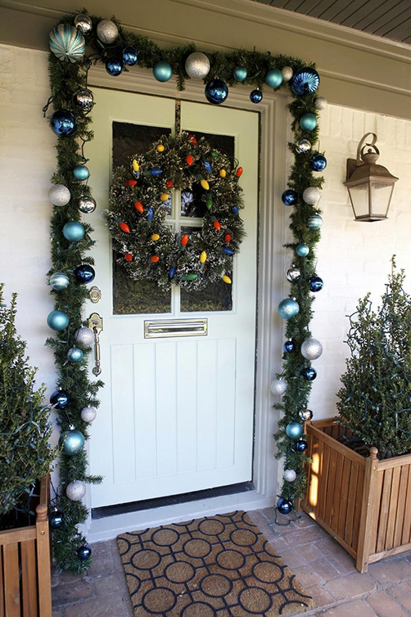 Christmas front door decorations quiet corner for Door garland christmas