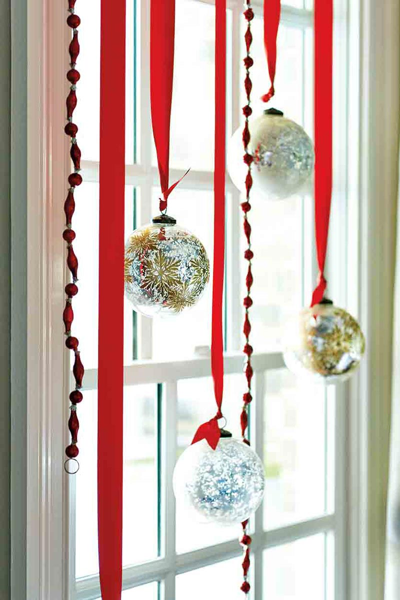 Christmas home decorating ideas quiet corner for Christmas house decorations