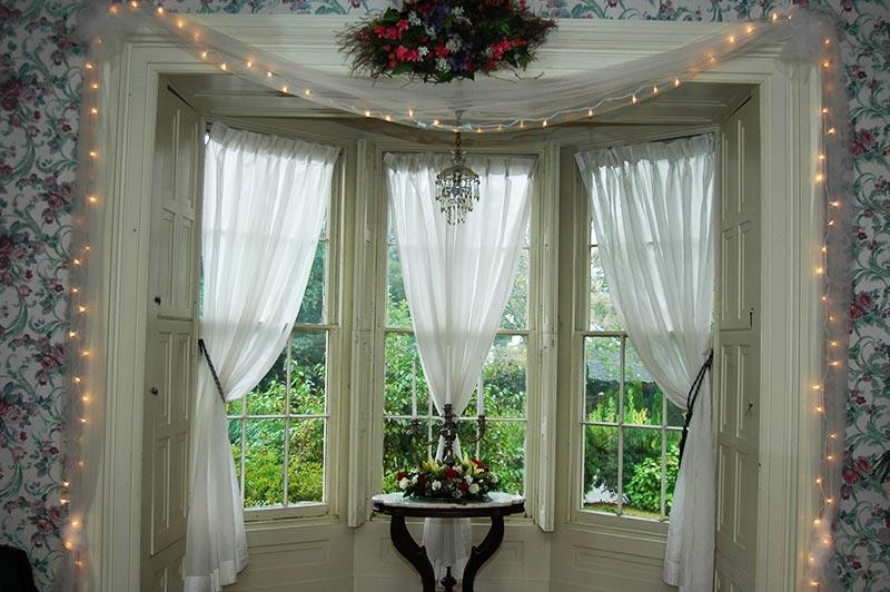 sliding glass door christmas decorations home decorating ideas with bay window christmas decorating ideas - Large Window Christmas Decorating Ideas