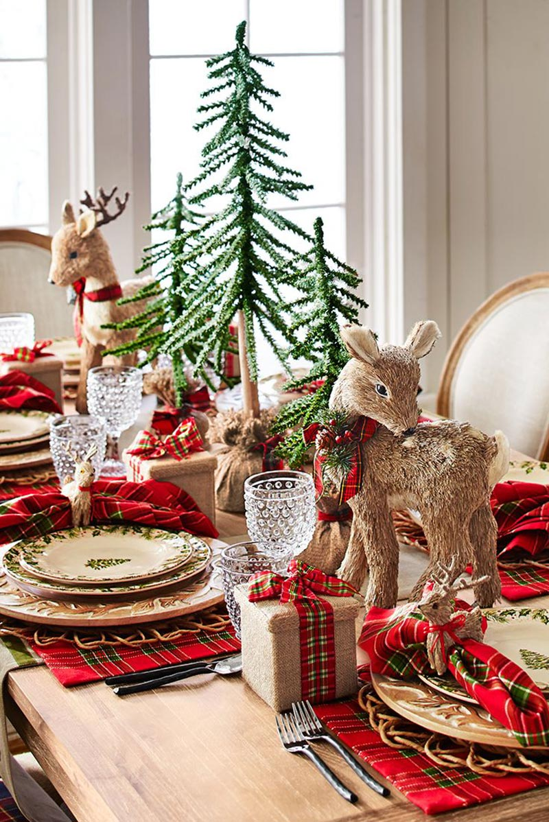 Ideas for christmas table decorations quiet corner for Modern table centerpiece ideas