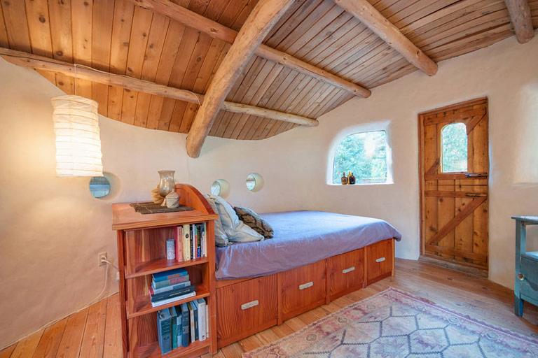 Cob Cottage-A Stunning Vacation Home
