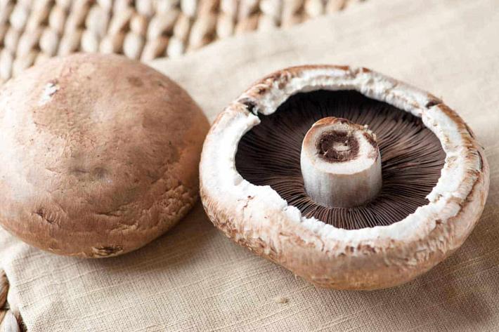 Quick and Easy Keto Stuffed Portobello Mushrooms - Quiet Corner